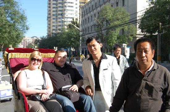 Holiday Inn Central Plaza : Us with Storm and Mr Wong the pedicab driver