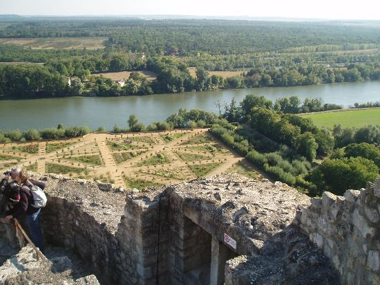 La Roche-Guyon, Francia: le potager du chateau et la vllée de la Seine