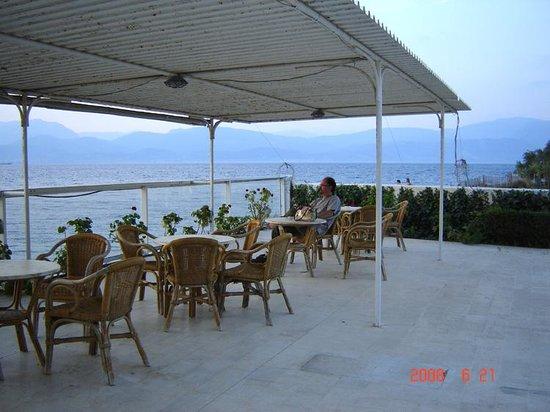 Hotel Rodini: Seaside tables