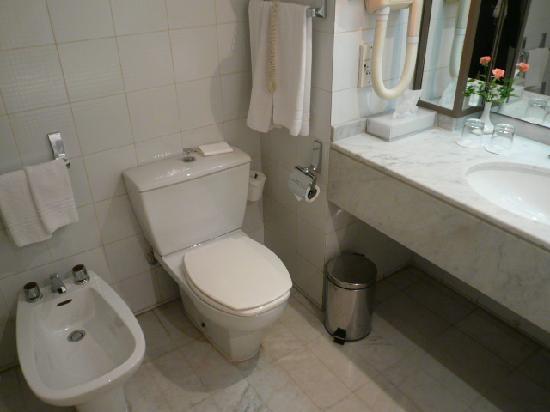 Le Meridien Heliopolis: Bathroom 1