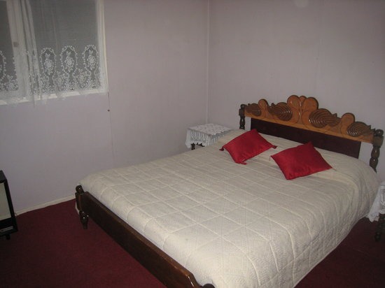 A double bed room at Niko's Residencial