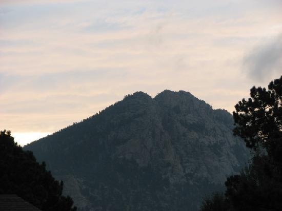 Peak To Peak Lodge: just before sunrise