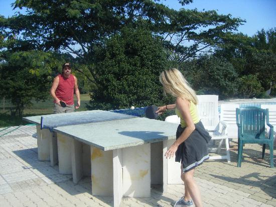 Le Grand Fougueyrat: Table tennis in the sun