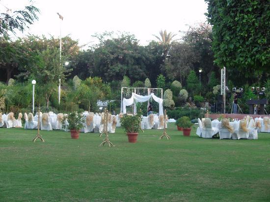 Novotel Cairo Airport: Garden area