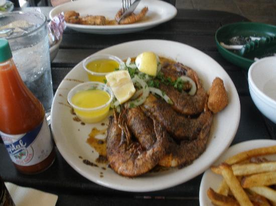 Angelo & Sons Seafood: Fantastic shrimp!