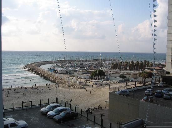 Crowne Plaza Tel Aviv Beach: Balcony view