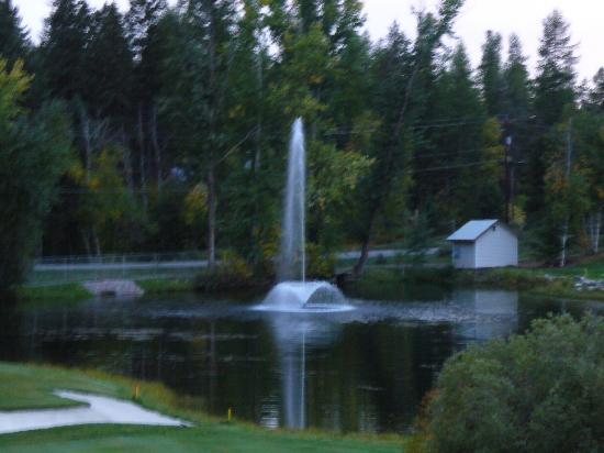Meadow Lake Resort: fountain by the golf course