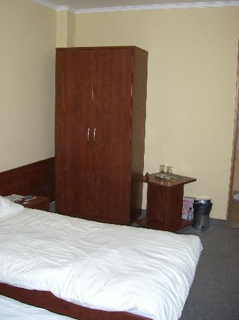 Penzion Hradbova : Bedroom storage