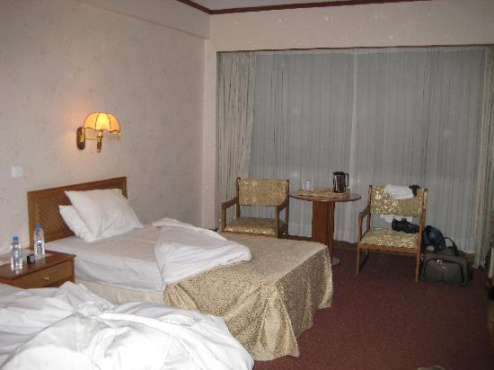 Central Hotel Yangon : beds