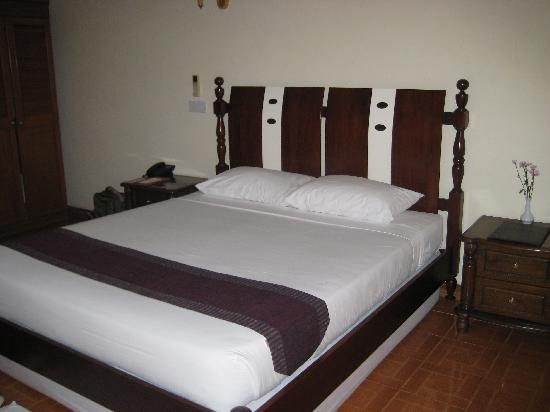 Amazing Chaung Tha Resort: beachside villa bedroom (a double bed, a rarity in Myanmar!)