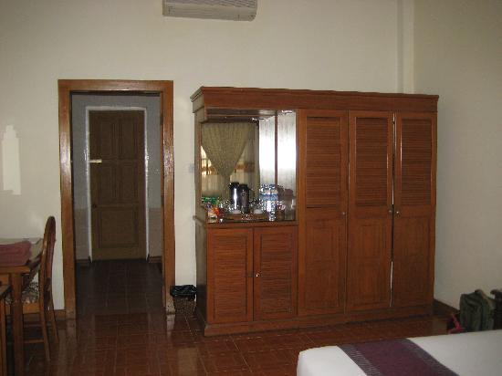 Amazing Chaung Tha Resort: more of the room