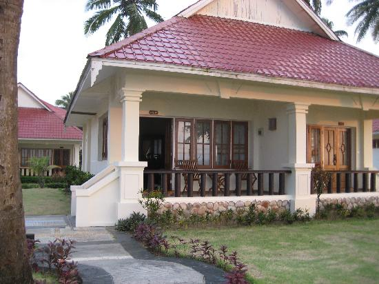 Amazing Chaung Tha Resort: our oceanview cottage