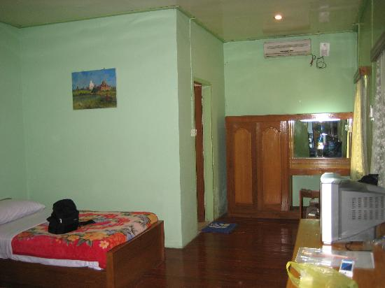 Monywa, Birmania: view of room, weird sea-green color