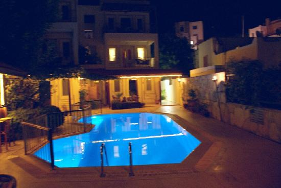 Aegean Gate Hotel: The pool at night