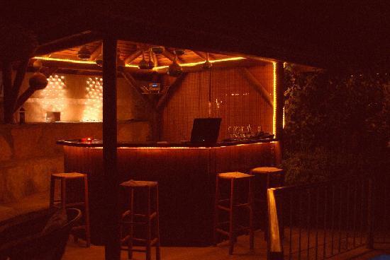 Aegean Gate Hotel: The bar at night