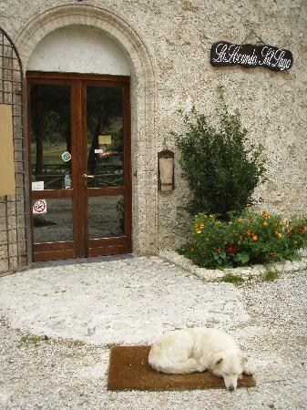Santo Stefano di Sessanio, Itália: Entrance to La Locanda