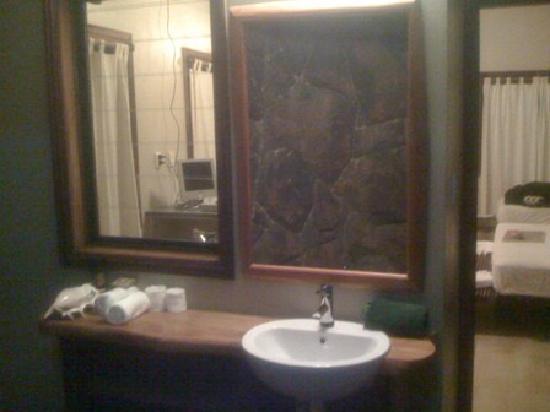 Le Manumea Hotel: view from outside bathroom