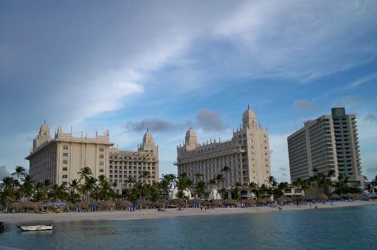 Hotel Riu Palace Aruba: Resort from the ocean