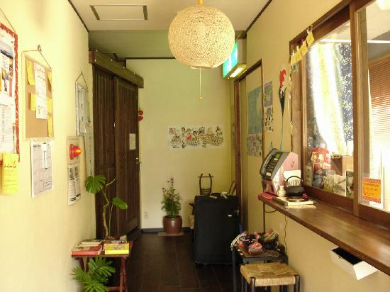 Nagasaki International Hostel Akari: The reception area