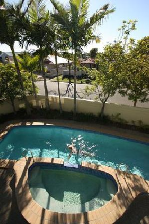 Twin Quays Noosa: View of pool from balcony