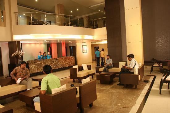 Hotel Kiranshree Portico: Lobby