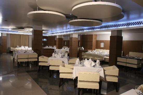 Hotel Kiranshree Portico: Restaurant