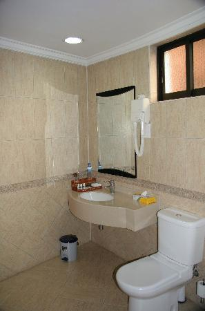Kibo Palace Hotel: Bathroom