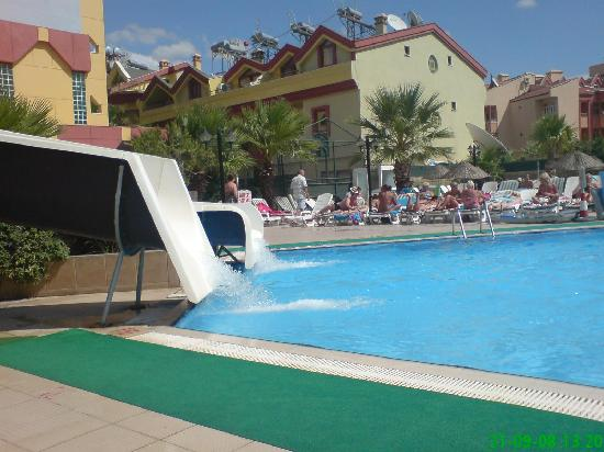 Club Alpina Apartments Hotel: da water slides