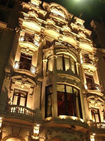 Hotel Montecarlo Barcelona: Hotel lite up a night