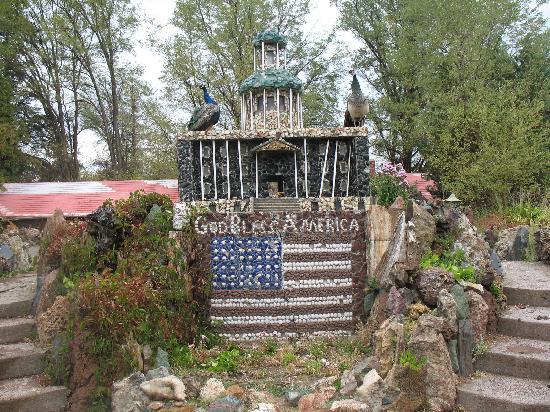 Petersen Rock Garden and Museum: Petersen Rock Garden