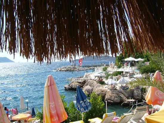 Cakil Pension: Dernli Beach bar below Pension