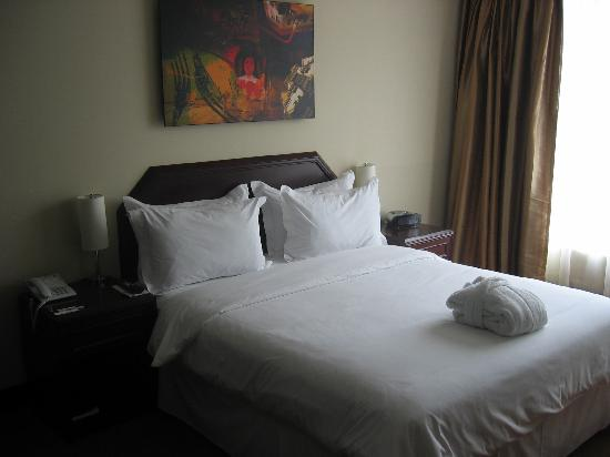 Radisson Hotel Decapolis Miraflores: queen size bed