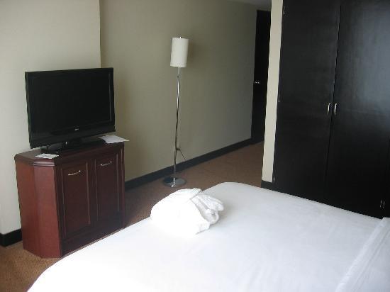 Radisson Hotel Decapolis Miraflores: big flatscreen tv