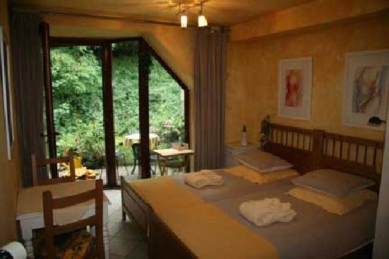 Baert Bed & Breakfast: We had the yellow room