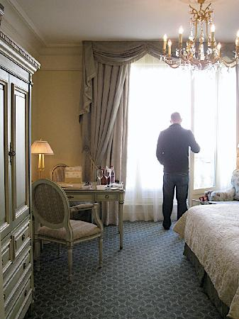 Four Seasons Hotel George V Paris: about to open the balcony doors
