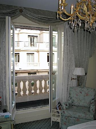 Four Seasons Hotel George V Paris: balcony open