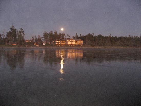 Long Beach Lodge Resort: moonrise