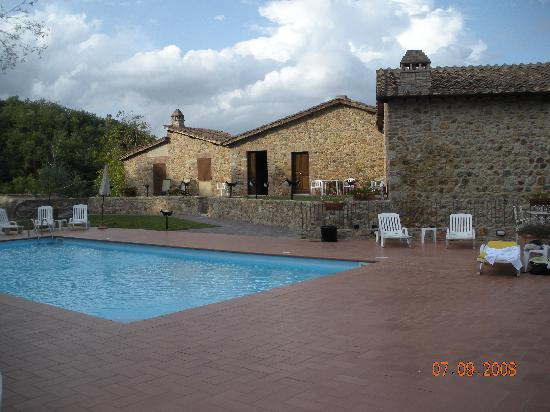Relais Borgo di Stigliano: The pool area