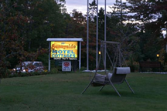 Sunnyside Motel & Cottages: Sunnyside Front Sign