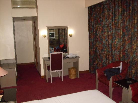 Hotel Royal Merdeka: Guest room