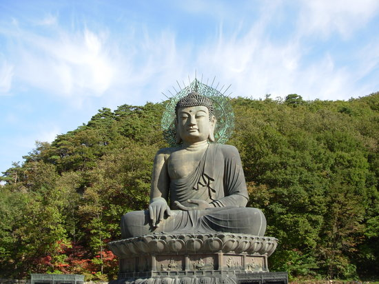 Unification Buddha near the Park's Outer Seoraksan Entrance (closest to Sokcho)