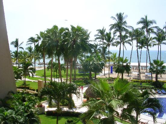 Club Regina Puerto Vallarta: View toward ocean 381