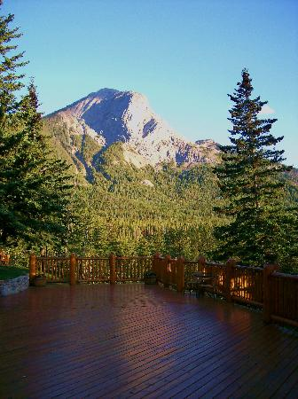 Overlander Mountain Lodge: folding mountain