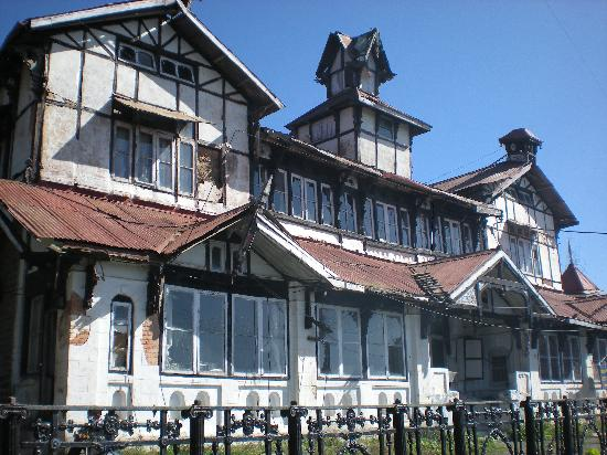 Shimla, India: ghost house during day