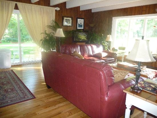 Willow Pond Bed and Breakfast: Guest Lounge at Willow Pond