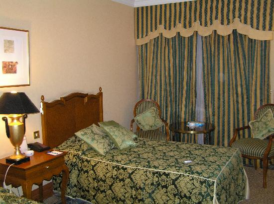 Parsian Esteghlal International Hotel: My room