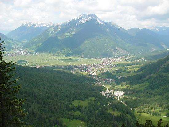 Leading Family Hotel & Resort Alpenrose: the village from one of the daily walks