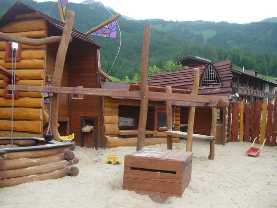 Leading Family Hotel & Resort Alpenrose: outdoor sand pit again