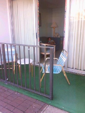Waikiki Village : Back Porch