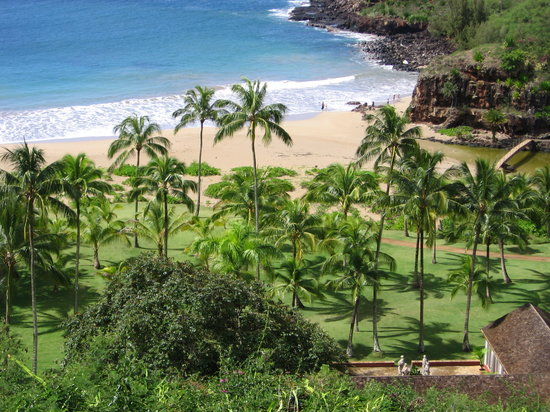 Poipu, Hawaï: A view from above of the Allerton's front yard.
